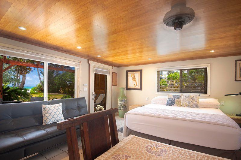 Large Ocean View Studio with Private Beach Access, vacation rental in Laie