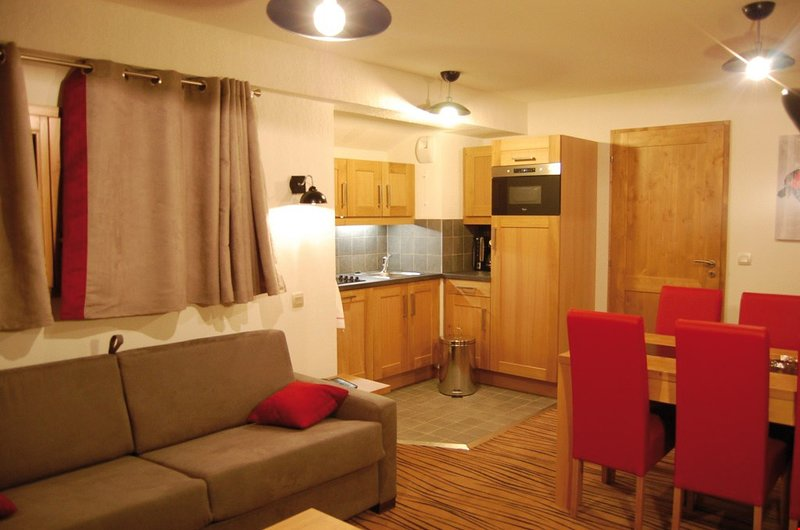 Welcome to our cozy and rustic apartment by the pistes.