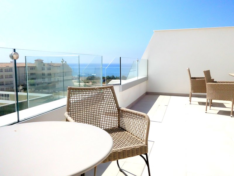 Vacker våning med privat takterrass och havsutsikt, vacation rental in Torrox