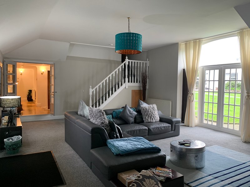 WestLaigh Holiday Cottages, Spacious Luxury self catering, pets welcome!, casa vacanza a Larkhall