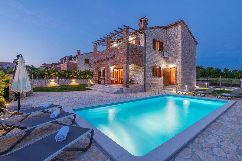 Villa Paradis 6 - family villa with Pool, holiday rental in Butkovici