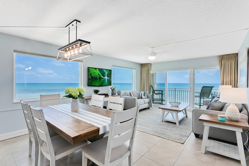 Penthouse with Private Hot Tub and Amazing Ocean Front views, holiday rental in Palm Shores