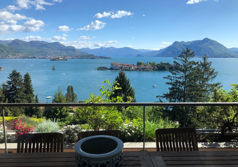 Sana luxury apartment in Stresa with amazing lake view, location de vacances à Isola Pescatori