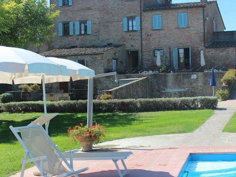 Lombriciano Villa Sleeps 26 with Pool Air Con and WiFi - 5364862, vacation rental in Montecchio della Pozzanghera