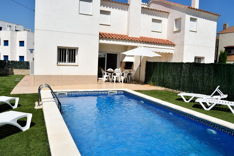 Villa Llobeta Frente Al Mar, vacation rental in Calafat