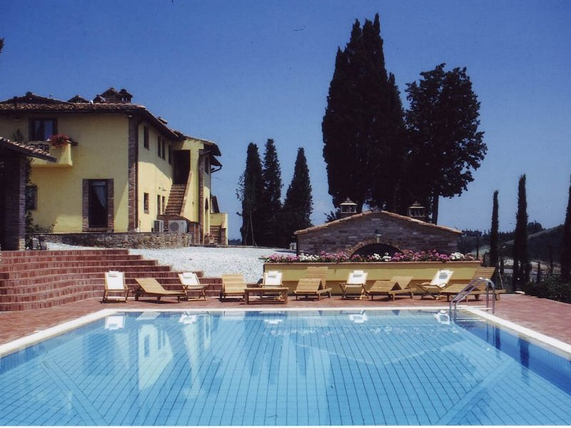 Coiano Villa Sleeps 20 with Pool Air Con and WiFi - 5247740, vacation rental in Corazzano