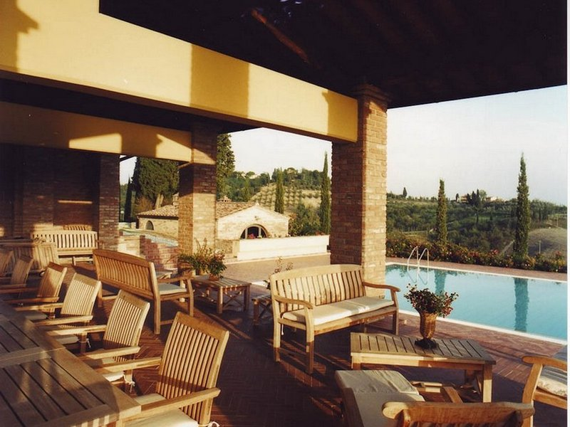 Coiano Villa Sleeps 14 with Pool Air Con and WiFi - 5822489, vacation rental in Corazzano