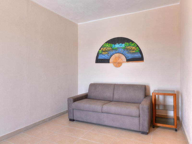 Floridia Villa Sleeps 12 with Pool Air Con and WiFi - 5639285, vacation rental in Floridia