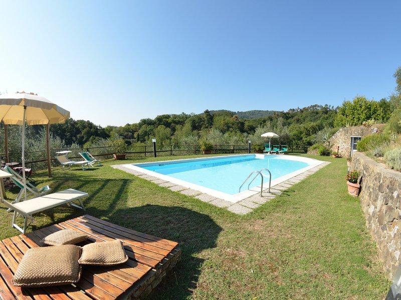 Localita Il Colle Villa Sleeps 9 with Pool and WiFi - 5247694, vacation rental in San Quirico di Moriano