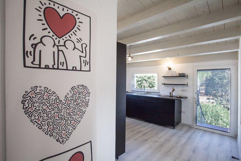 La Casetta è composta da un soggiorno con un divano letto, una cucina ampi, holiday rental in Maracalagonis