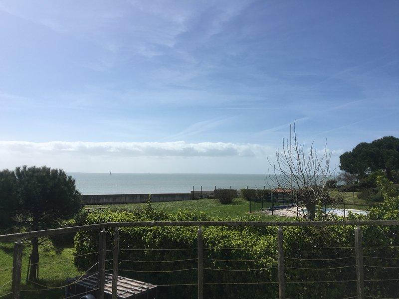 Grande maison familiale vue mer exceptionnelle baie de La Rochelle, aluguéis de temporada em La Rochelle