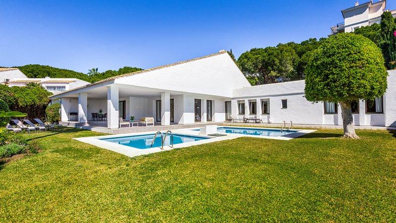 Cozy Stylish 5 Bedroom Villa Opalo in Puerto Banus (11) ✔, vacation rental in Marbella