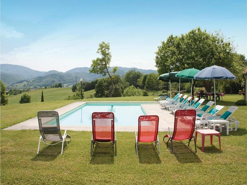 Borgo San Lorenzo Villa Sleeps 10 with Pool Air Con and WiFi - 5247627, location de vacances à Ferracciano