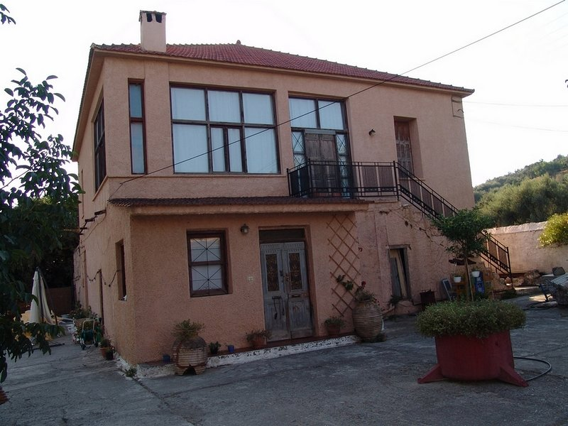 CASA PATRIKO' - TERRAZZA, holiday rental in Perivolia