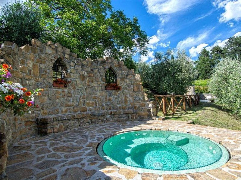 Grezzano Villa Sleeps 18 with Pool and WiFi - 5247630, vacation rental in Borgo San Lorenzo
