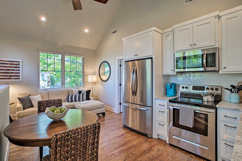 Chic Bentonville Carriage Home - Walk to Downtown!, holiday rental in Avoca