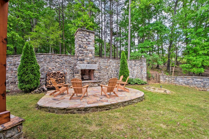 Explore Northern Georgia and stay at this Dahlonega vacation rental home!