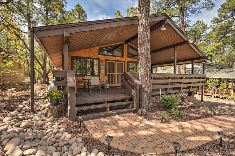 Fall in love with the southwest at this 3-bed, 2-bath cabin in Munds Park.