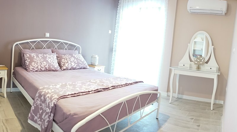 Sweet Penthouse Apartment In Athens City Near Acropolis, holiday rental in Chaidari