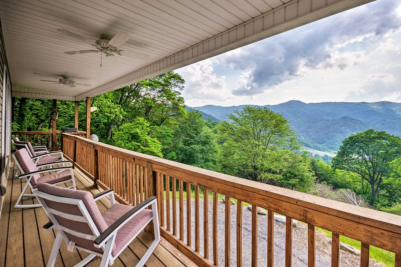 Mountain View Marshall Home w/Private Hot Tub!, holiday rental in Marshall