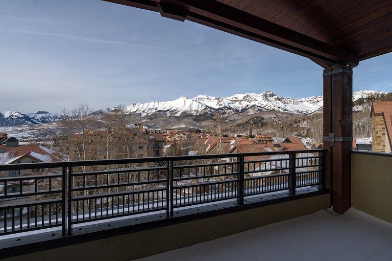 Sal a tu balcón y respira el aire fresco de la montaña.