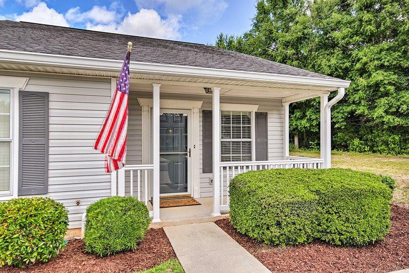 Updated Aiken Home w/ Patio, <2 Mi to Golf!, vacation rental in Graniteville