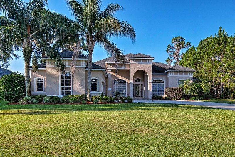 This piece of Leesburg paradise is calling your name!