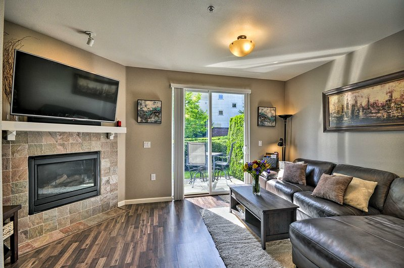 Modern Vancouver Townhome - Right on Main St!, alquiler vacacional en Vancouver