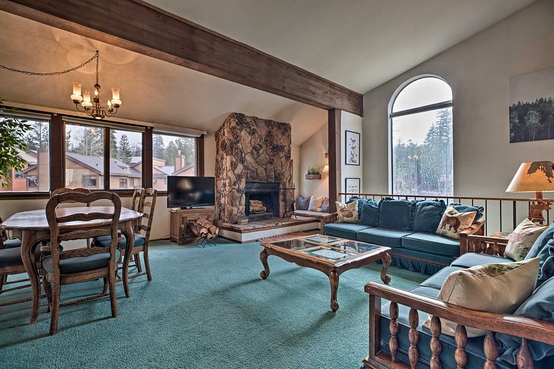 Spacious & Cozy Condo, 1 Block To The Village Chalet in Mammoth Lakes