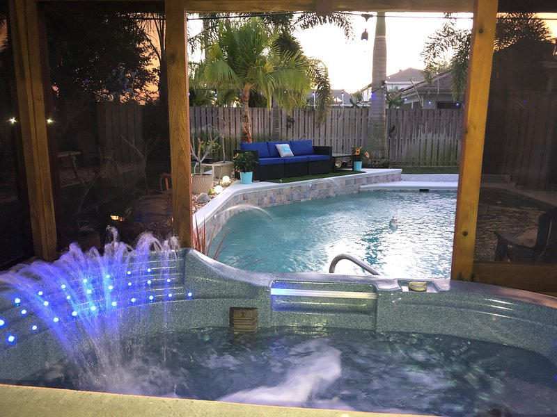 YOUR HOME AWAY FROM HOME. Beautiful Pool Home&Hot Tub w/Your very own movie room, vacation rental in Viera