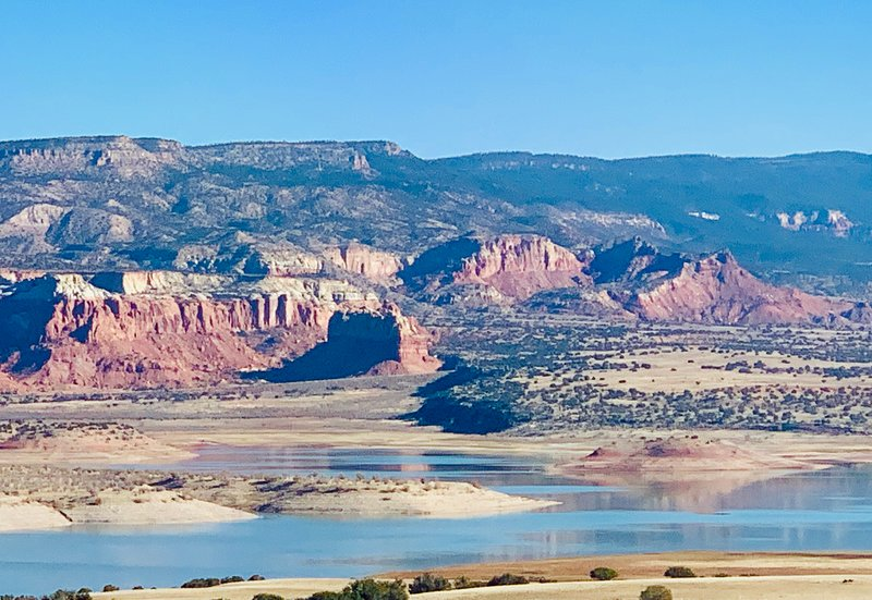 Beautiful Abiquiu Lake and Red Rock Views from your Studio.