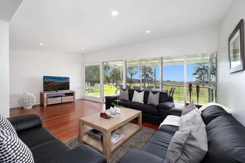 Hunter Valley Accommodation - Ironbark Hill Retreat - Pokolbin - Living Room