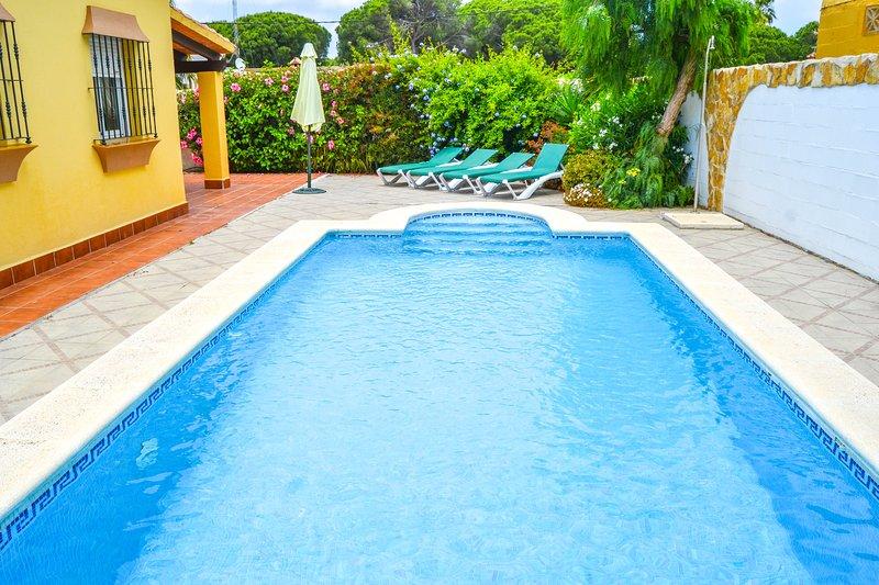 Villa Verena with private pool and close to the beach, alquiler de vacaciones en Novo Sancti Petri