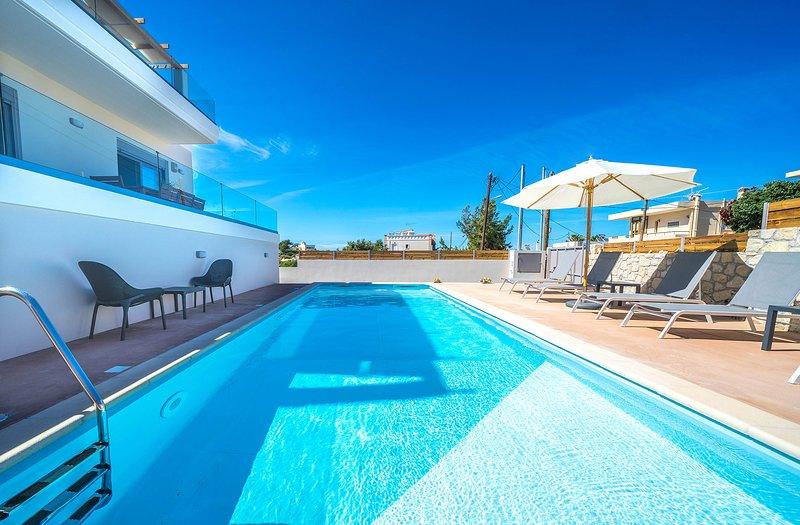 Lunea 2 Villa, 450m From Kalamaki Sandy Beach Chania, holiday rental in Kalamaki