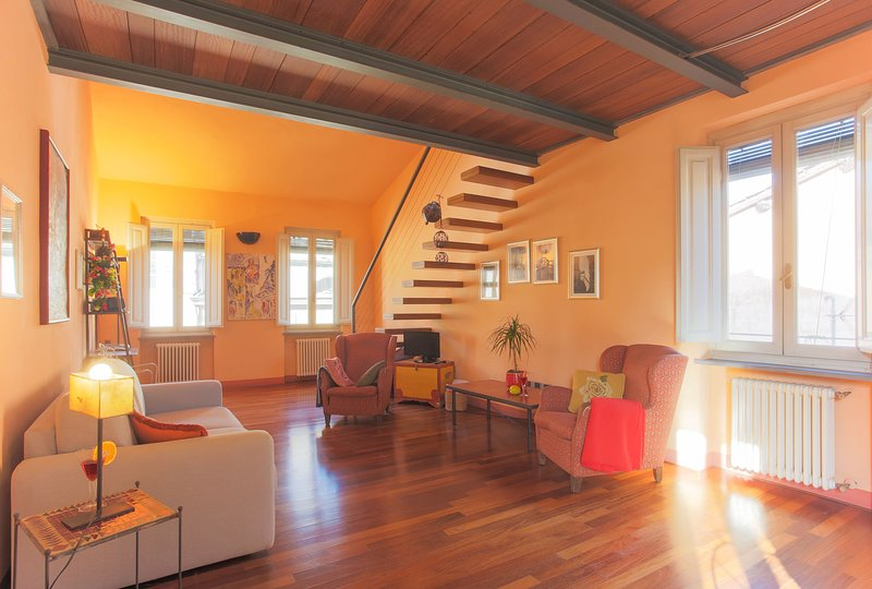 La Fratta Splendid Attic with 2 bathrooms and View, holiday rental in Lucca