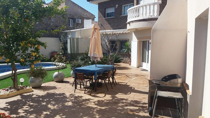 Beautiful villa with swimming-pool, vacation rental in Masriudoms