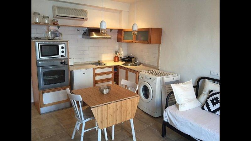 Coqueta casa centro del pueblo a 2 minutos de la playa – semesterbostad i Zahara de los Atunes