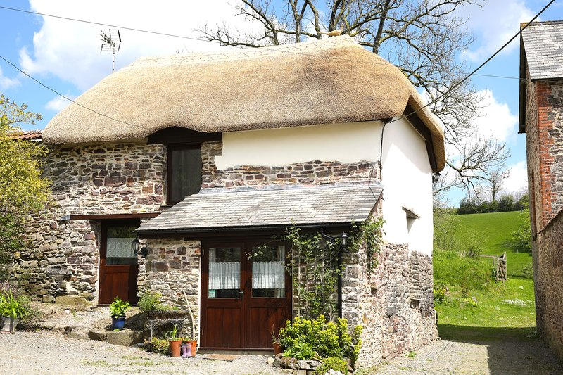 Anstey Mills Thatched Cottage, vacation rental in Knowstone