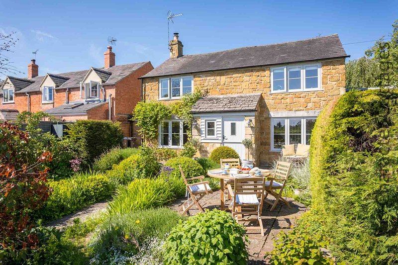 Welcome to the fabulous July Cottage in Ilmington