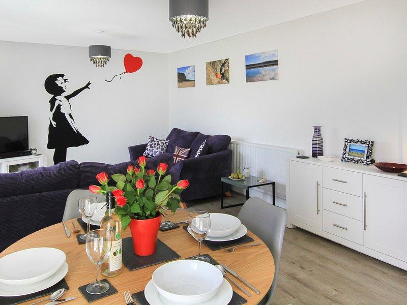 CYSGOD Y CAPEL, 2 Bedroom(s), Pet Friendly, Benllech, holiday rental in Brynteg