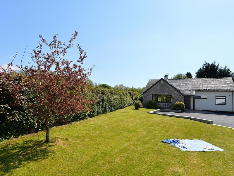 BRONALLT, 3 Bedroom(s), Y Felinheli, holiday rental in Y Felinheli