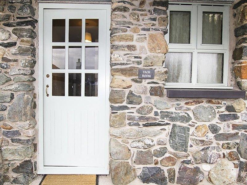 BRYN EIRA TACK ROOM, 2 Bedroom(s), Pet Friendly, Llanfair Pg, holiday rental in Llanfairpwllgwyngyll