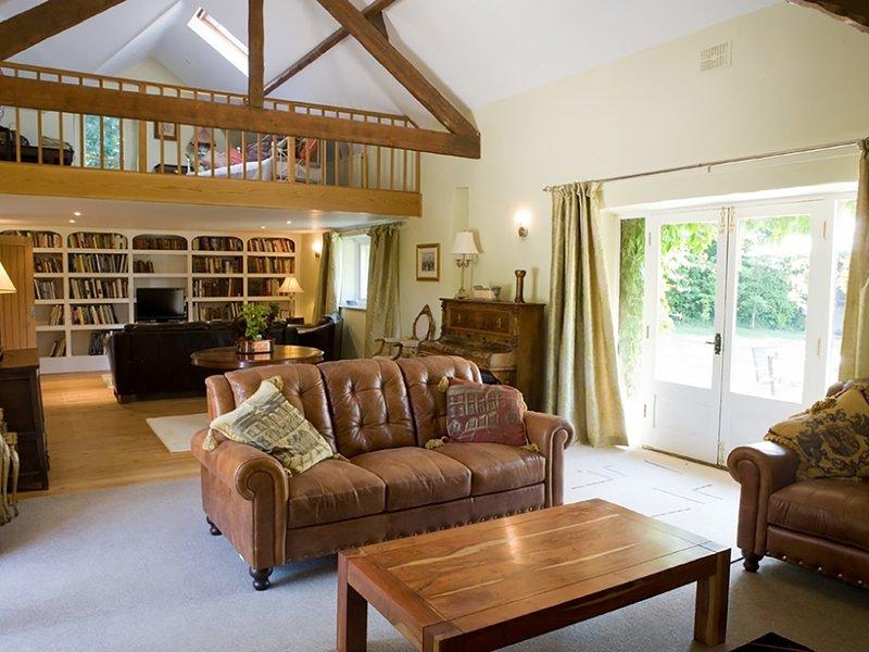 OLD BARNS - PENTRE BERW, 3 Bedroom(s), Pet Friendly, Pentre Berw, casa vacanza a Bodffordd