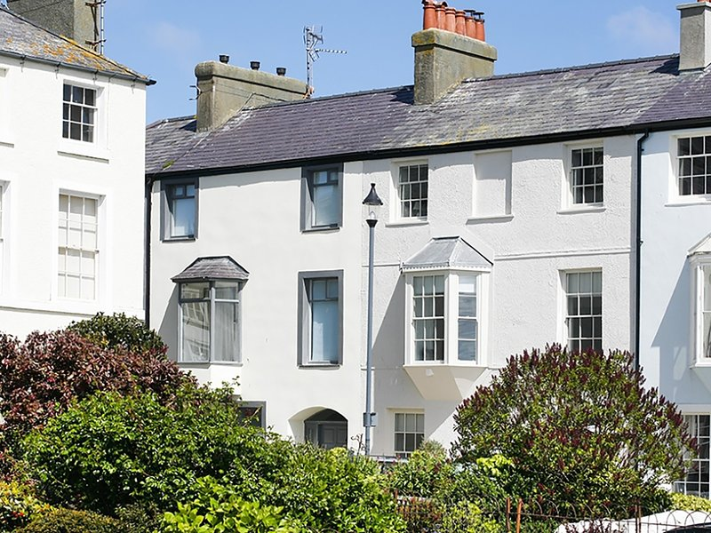 Tri Raglan Mawr, Beaumaris, holiday rental in Beaumaris