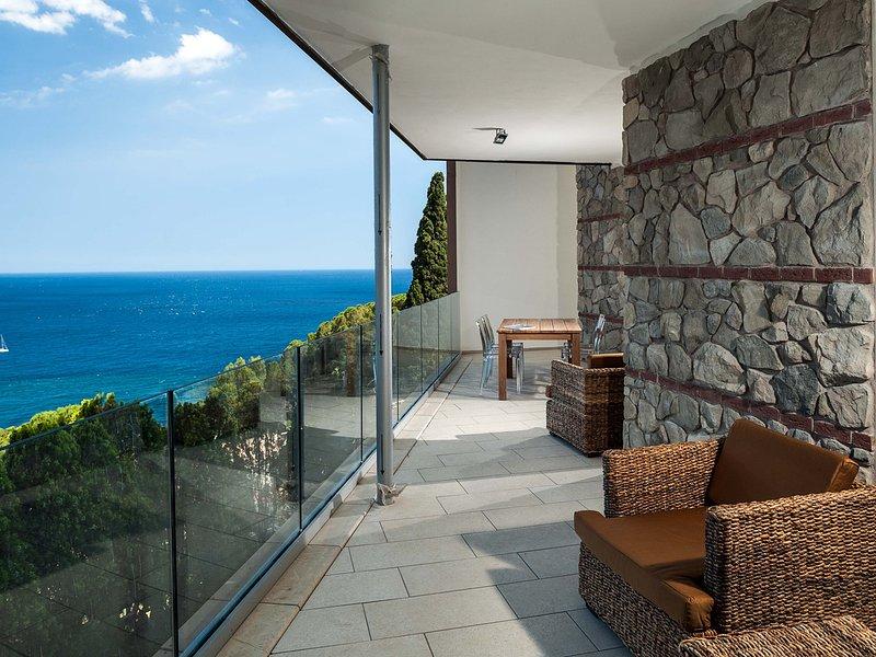 Taormina Apartment Sleeps 2 with Pool Air Con and WiFi - 5247323, alquiler vacacional en Mazzaro