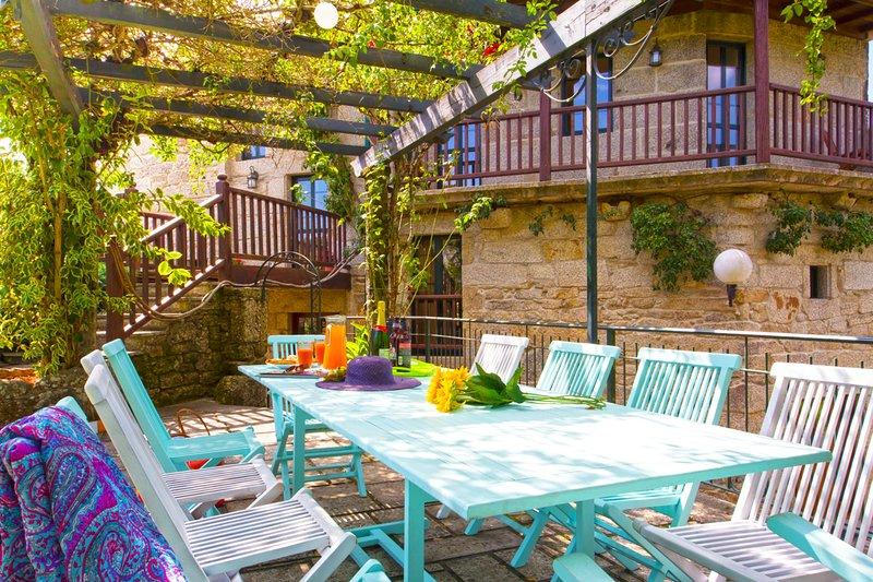 Pedre Villa Sleeps 12 with Pool - 5798294, location de vacances à Quireza