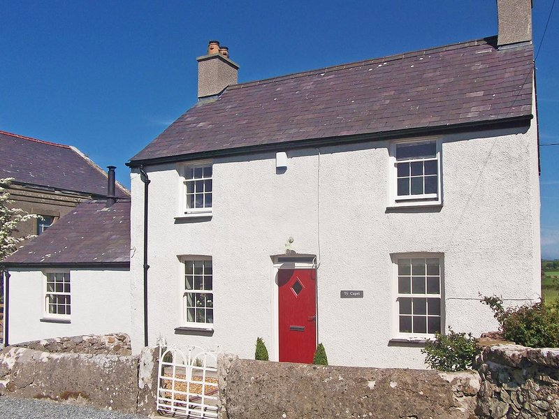 TY CAPEL - BRYNTWROG, 3 Bedroom(s), Pet Friendly, Bryntwrog, holiday rental in Llanerchymedd