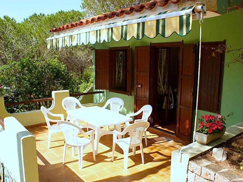 Magomadas Villa Sleeps 5 with Pool and WiFi - 5248001, holiday rental in Sennariolo