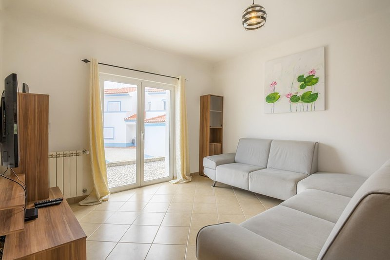 D01 - Coastal Townhouse in Monte Clerigo, holiday rental in Rogil