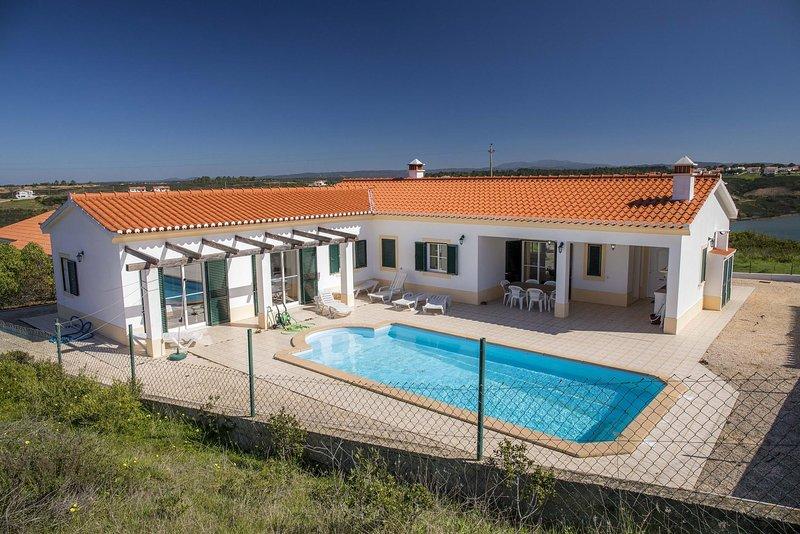 D06 - Holiday House in Vale da Telha, holiday rental in Praia da Arrifana